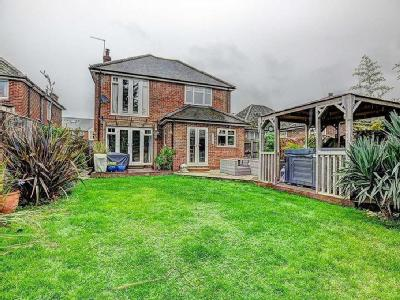 House for sale, Chinnor Road - Garden