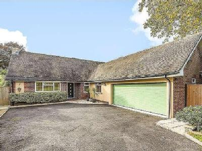 House for sale, Weavers Close