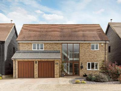 Aldbury House Hartop Close Ivinghoe Aston