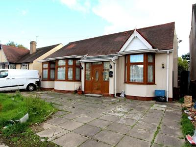 Breamore Road, Ilford IG3 - Bungalow