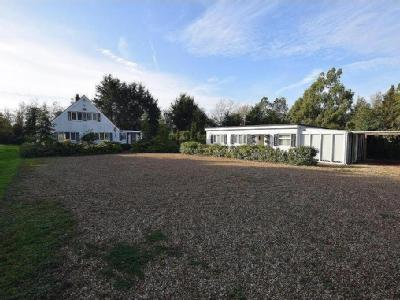 Highlands Hill, Mayland - Bungalow