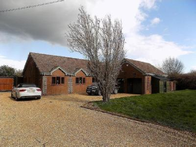 Chatteris, Cambridgeshire - En Suite