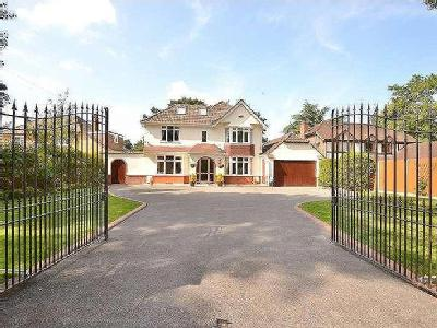 Golf Links Road, Ferndown, BH22