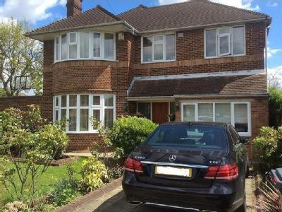 Southover, london N12 - Detached