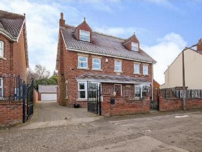 Waterside, Thorne, Doncaster, DN8