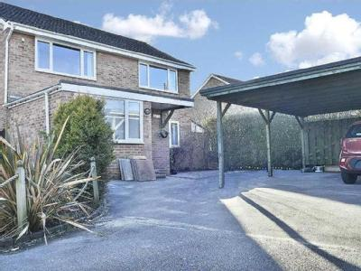 SUBSTANTIAL DETACHED HOUSE - TWO RECEPTION ROOMS - AMPLE OFF ROAD PARKING
