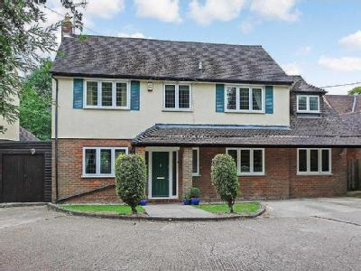 Shootersway, Berkhamsted - Detached