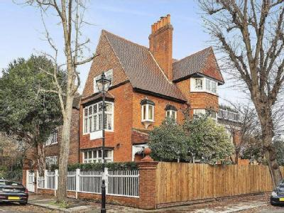 Queen Annes Grove, Chiswick - Listed