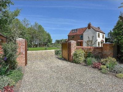 Worcester Road, Drakes Broughton, Pershore, Worcestershire, WR10