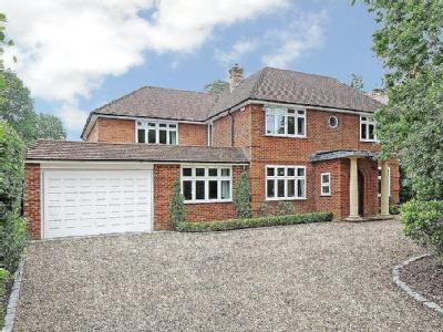 The Avenue, Crowthorne - Detached