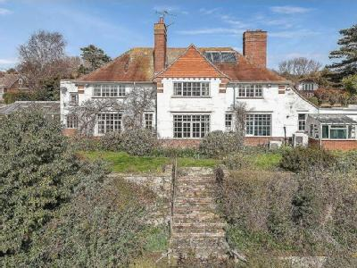 Cliff Road, Hythe, CT21 - Detached