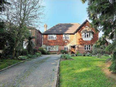 Canons Drive, Edgware HA8 - Detached