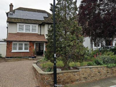 The Chine, London N21 - Detached
