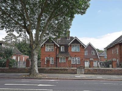 Well Hall Road, London SE9 - Freehold