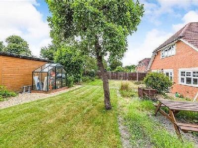 5 Bedroom Detached House - Garden