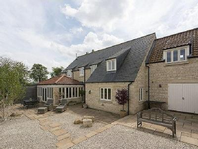 House for sale, Yarwell - Reception