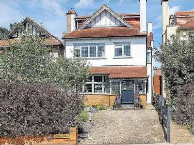 House for sale, The Avenue - Terraced