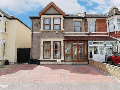 Flat for sale, Airthrie Road - Garden