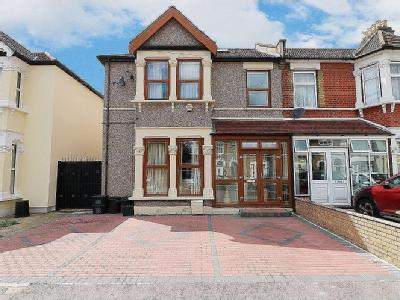 Airthrie Road, Ilford IG3 - Listed
