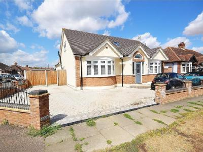 Gordon Road, Grays RM16 - Detached