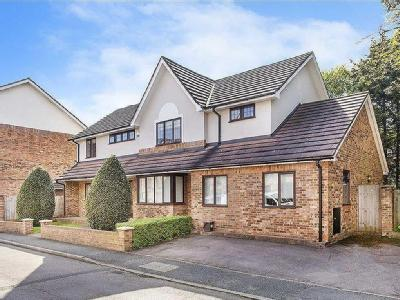 Hollyview Close, Hendon, London NW4
