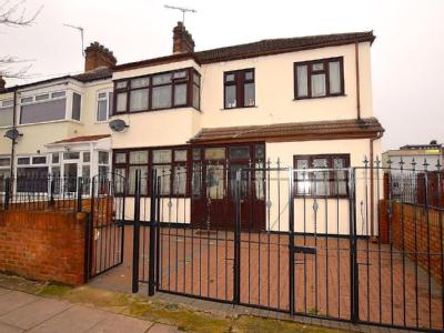 Staines Road, Ilford IG1 - Patio