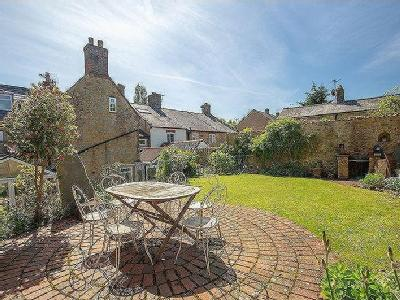 Historic Town House, Castle Cary - Chain Free