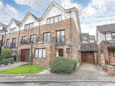 Hollyview Close, London NW4