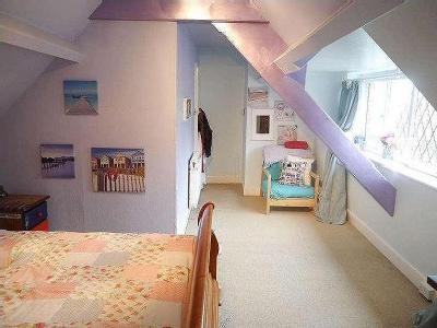 FABULOUS FAMILY HOUSE WITH SWIMMING POOL Edge Hill