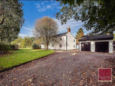 5 Bedroom Detached House - Cottage