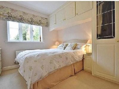 5 bedroom house for sale - Fireplace