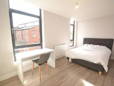 Flat to rent, Standish Road