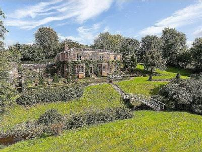 Mobberley, Knutsford - Georgian house in lovely 9 acre grounds
