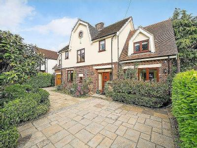 Parkway, Gidea Park - Detached