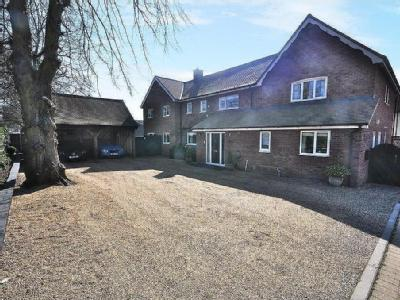 Park Road, Diss - Detached, Garden
