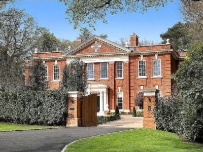 East Road, St George's Hill, Weybridge, Surrey, KT13