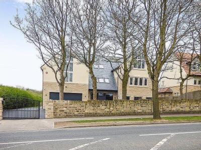 Fixby Road, Huddersfield - Detached