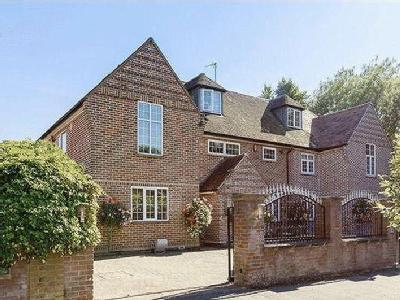 Stunning Detached Mansion in Stockwood Park