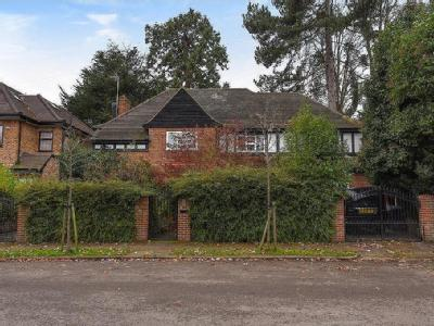 Cedars Close, London NW4 - Detached