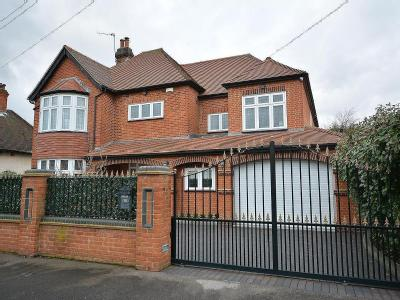 Wykeham Avenue, Borders Of Emerson Park, Hornchurch RM11