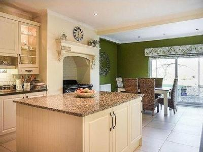 House for sale, High street - Lift