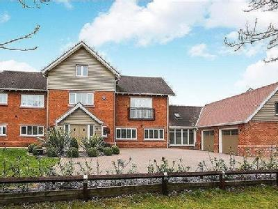 6 Bedroom Detached House - Detached