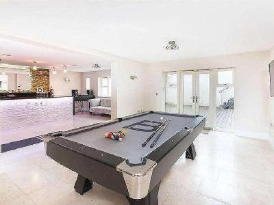 House for sale, Darras Road - Lift