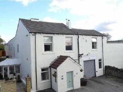 Stocks Bank Road, Mirfield - En Suite