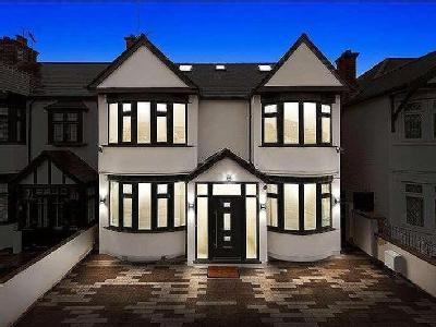 Flat for sale, The Drive - No Chain
