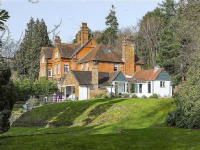 Bannacle Hill Road, Sandhills, Godalming, Surrey, GU8