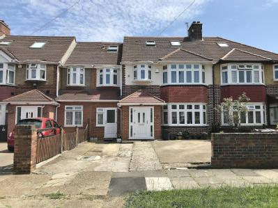 Burns Way, Hounslow TW5 - En Suite