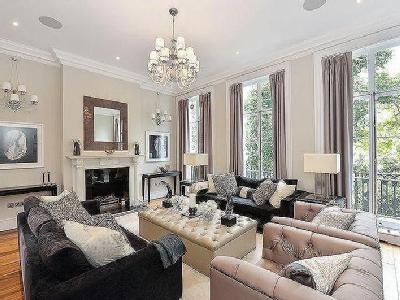 Carlyle Square, Chelsea SW3 - Listed
