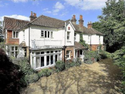 Courts Hill Road, Haslemere, Surrey, GU27