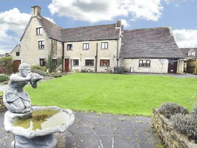 Southfield Farm is an enormous house standing in lovely gardens on the outskirts of Frome